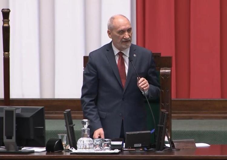 """[video] Sejm. Macierewicz o """"Solidarności"""" i wartościach: Konstytucja chroni rodzinę, jako związek..."""