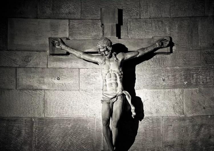 """""""Krzyż Chrystusa obalony, figura św. Józefa ścięta"""" - kolejna profanacja kościoła katolickiego"""