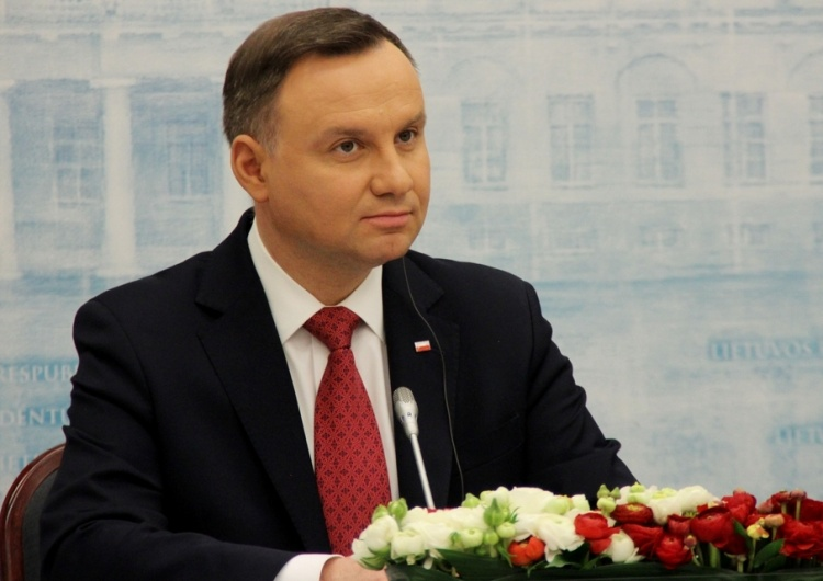 Andrzej Duda liderem najnowszego sondażu prezydenckiego. Na trzecim miejscu... Hołownia