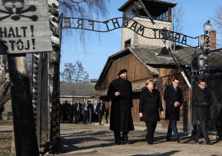 Morawiecki i Merkel odwiedzili Auschwitz. Złożyli wieńce przed Ścianą Straceń