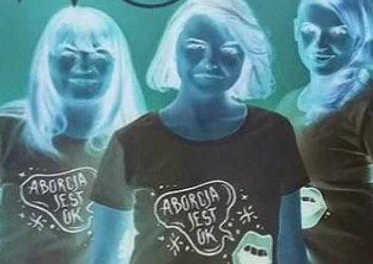 """Szokujące. Uśmiechnięty """"Aborcyjny Dream Team"""" prezentuje słodkie poduszeczki z nazwą """"trutki na dzieci"""""""