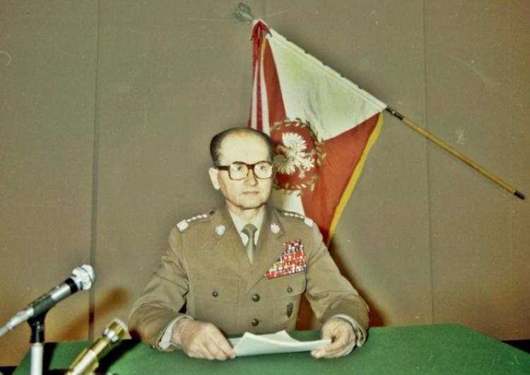 domena publiczna 25 stycznia 1982 r. Sejm zatwierdza wprowadzenie stanu wojennego. Tylko jeden poseł głosował przeciw