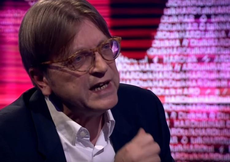 """""""Wzywam KE do działania przeciw tym obrzydliwym praktykom"""". Verhofstadt znowu atakuje Polskę"""