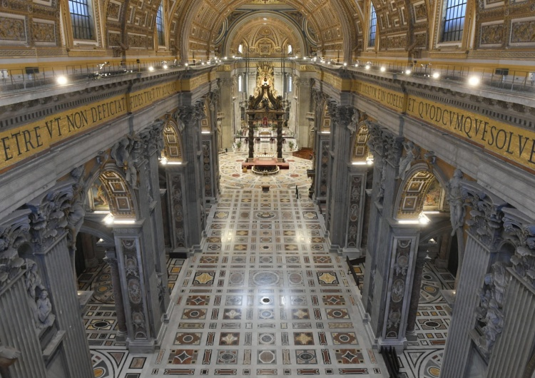 Vatican Media Account Watykan: Papieska Msza Wieczerzy Pańskiej w pustej bazylice, bez wiernych