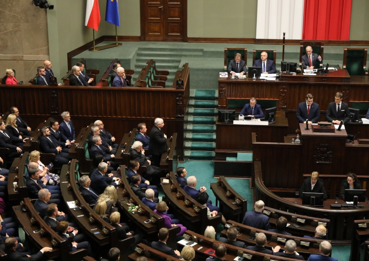"""Sejm rozpoczął posiedzenie. Dziś w planie m.in. obywatelskie projekty """"Zatrzymaj aborcję"""" i """"STOP 447"""""""