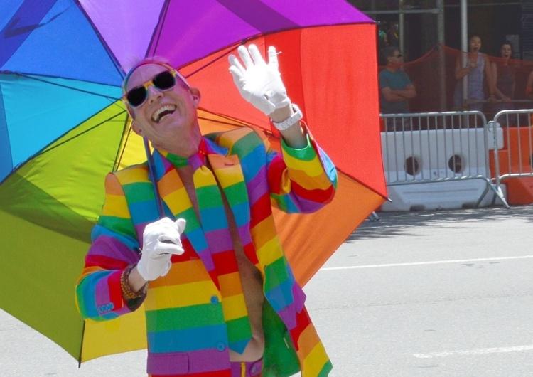 """""""Jako gej nie życzę sobie używania pod znakiem LGBT. STOP! Oni niszczą nasz wizerunek"""""""