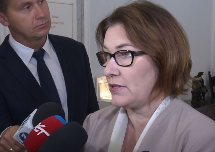 """Pani Ambasador, nie wie Pani tego?"". Beata Mazurek mocno odpowiada Mosbacher"