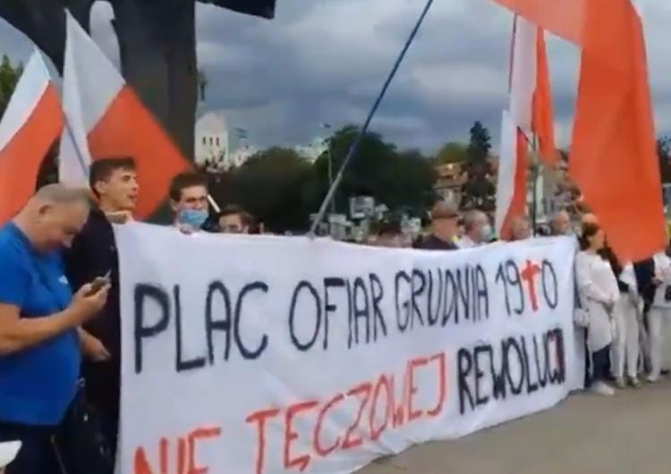 """[video] """"Plac Ofiar Grudnia 1970. Nie tęczowej rewolucji"""". """"Powitanie"""" Trzaskowskiego w Szczecinie"""