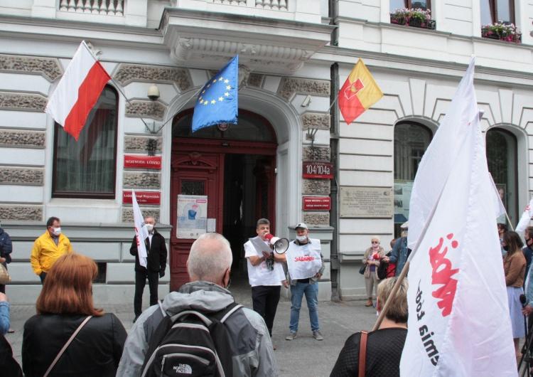 Solidarność pikietowała przed łódzkim urzędem miasta