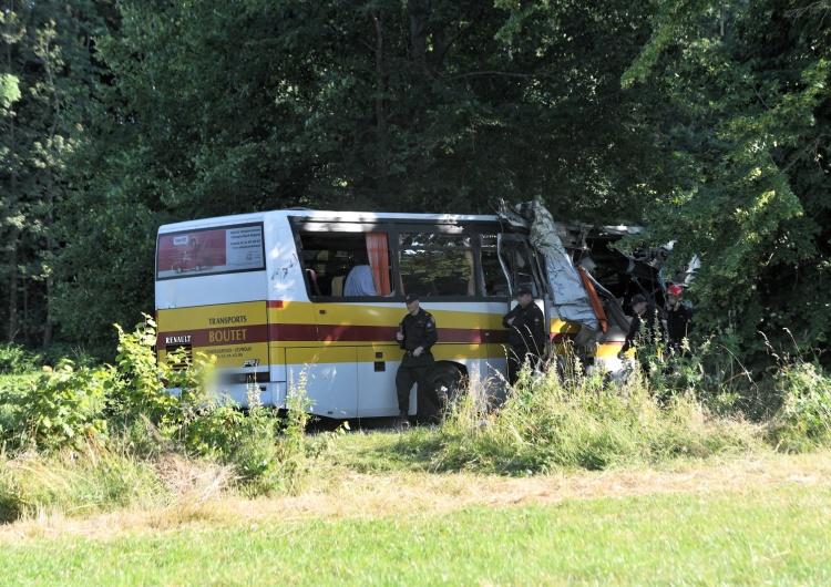 Tragiczny wypadek w Pomorskim: Trzy osoby zginęły, a siedem zostało rannych w katastrofie autobusu