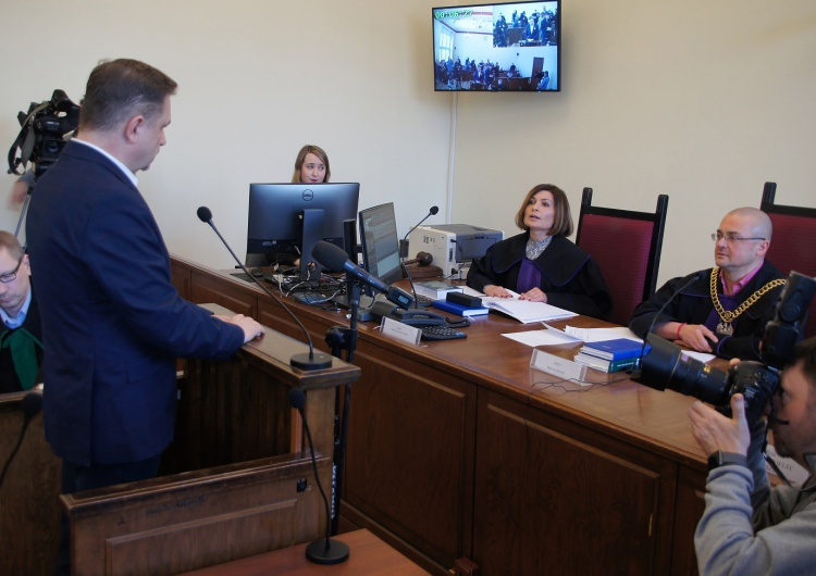 Duda wygrywa z Wałęsą w sprawie pomówień o służbę w ZOMO