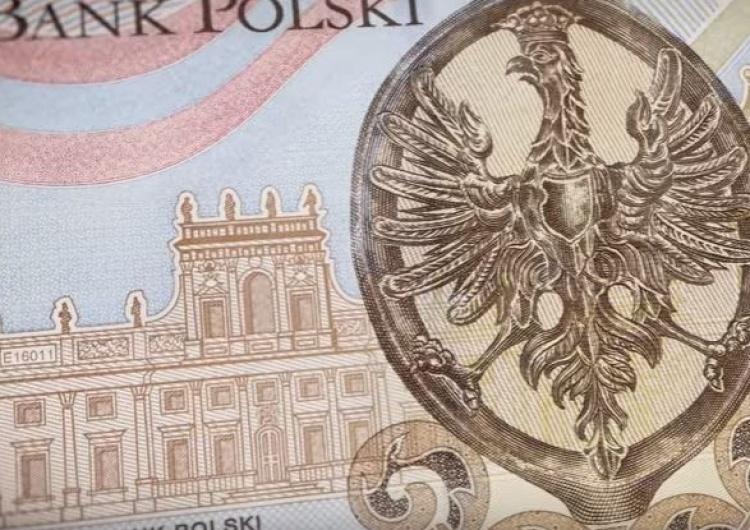 GUS: Polacy zarabiają przeciętnie ponad 4,5 tys. zł miesięcznie